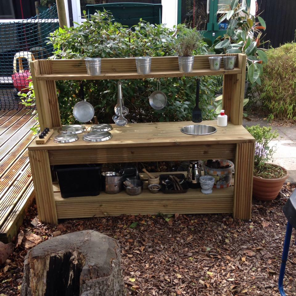Little Bears garden kitchen